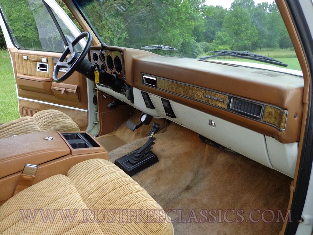 1991 Chevy V20 Suburban Fully Loaded Silverado White